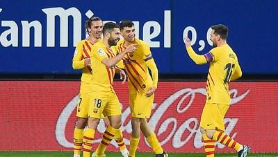 Messi ghi dấu ấn, Barcelona bám sát đội đầu bảng Atletico