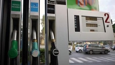 Italy: Chặn phi vụ gian lận nhiên liệu dính líu đến mafia