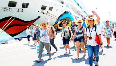 Tháo gỡ khó khăn cho ngành du lịch