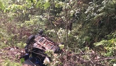 Hòa Bình: Taxi lao xuống vực sâu, 4 người thương vong