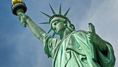 Tượng nữ thần Tự do của Mỹ vốn là một ngọn hải đăng màu nâu đỏ
