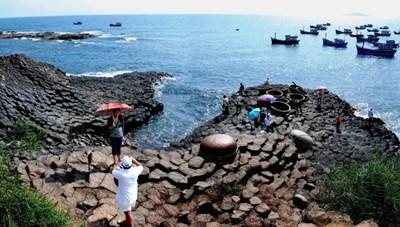 Tạm dừng đón khách tại nhiều điểm tham quan, du lịch