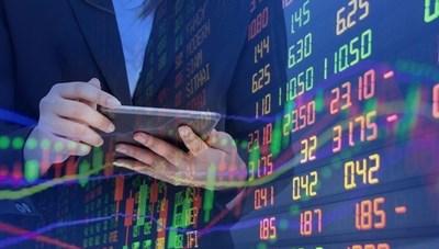 Nhộn nhịp thị trường chứng khoán: Nhà đầu tư vững vàng