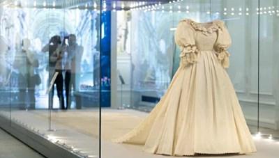 Váy cưới của Công nương Diana được trưng bày tại Cung điện Kensington