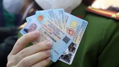 Dùng giấy tờ gì khi chưa có thẻ căn cước công dân gắn chíp?