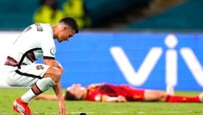 [ẢNH] Nỗi đau cùng cực của C.Ronaldo khi Bồ Đào Nha bị loại ở Euro 2020