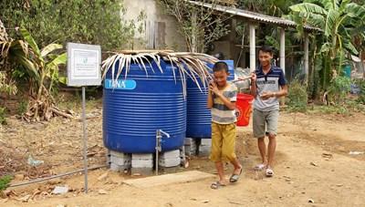 Cung cấp nước sạch miễn phí cho người dân