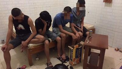4 thanh niên thuê phòng massage sử dụng ma túy giữa mùa dịch