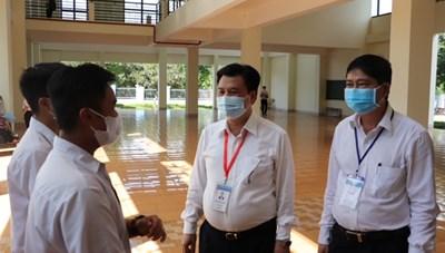 Thứ trưởng Bộ GDĐT kiểm tra công tác thi tốt nghiệp THPT đợt 2 ở Đắk Lắk