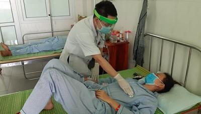 Quảng Nam: Cấp cứu 3 người nghi ngộ độc do pate Minh Chay