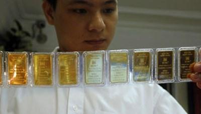 Giá vàng SJC ngược chiều thế giới, đắt hơn 2 triệu đồng/lượng