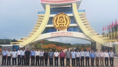 Lễ gắn biển Cửa khẩu quốc tế Bờ Y chào mừng Đại hội Đảng bộ tỉnh lần thứ XVI
