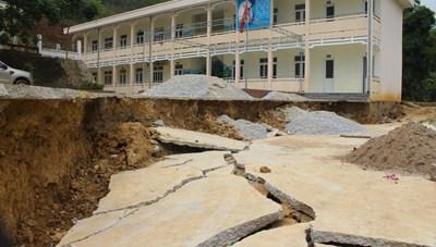Trường chờ sập trước mùa mưa bão