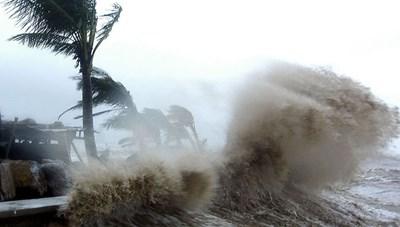 Bão số 5 đang áp sát đất liền, mưa to nhiều nơi