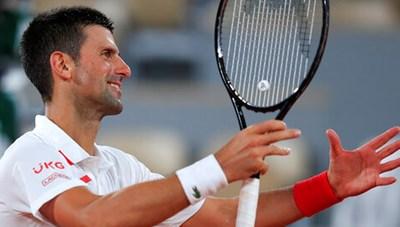 Roland Garros 2020: Djokovic khởi động nhanh, Medvedev thua sốc