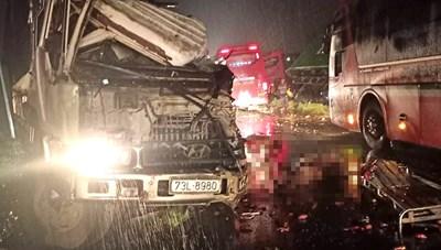 Bình Phước: Xe khách vượt ẩu gây tai nạn liên hoàn, 1 người chết, 4 người bị thương