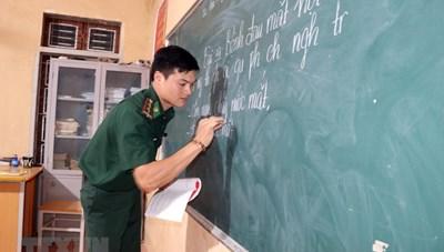 [ẢNH] Lớp học đặc biệt ở biên cương của những thầy giáo quân hàm xanh