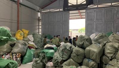 Mông má gần 30 tấn quần áo 'sida' nhập lậu để bán online
