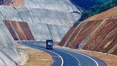 Đẩy nhanh tiến độ xây dựng đường cao tốc