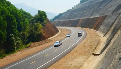 Tháo gỡ vướng mắc cao tốc Cam Lộ - La Sơn