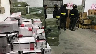 Đình chỉ hàng loạt cán bộ hải quan Quảng Ninh sau vụ 'bắt cả nhà' buôn lậu