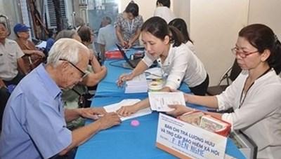 Đẩy mạnh chi trả lương hưu và trợ cấp bảo hiểm xã hội không dùng tiền mặt