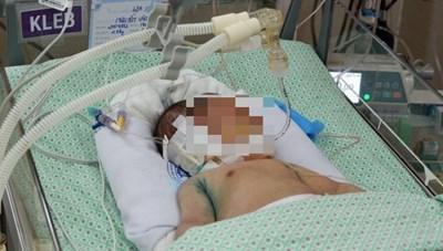 Bé sơ sinh bị bỏ rơi dưới hố ga đã tử vong