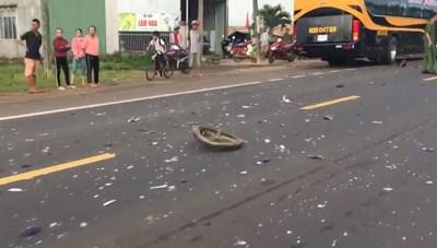Đắk Lắk: Va chạm với xe khách, người đàn ông tử vong tại chỗ