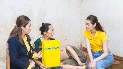Hoa hậu Khánh Vân đến thăm gia đình nạn nhân chất độc da cam