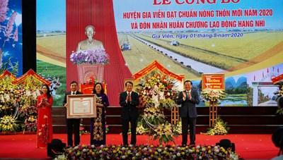 Ninh Bình: Gia Viễn đón Bằng công nhận huyện đạt chuẩn nông thôn mới và Huân chương lao động hạng Nhì