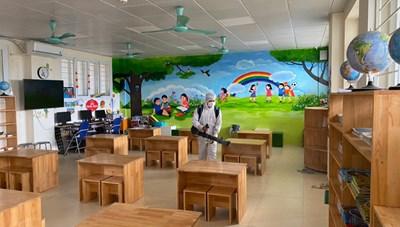 Hà Nội: Vệ sinh, khử khuẩn trường lớp trước ngày học sinh đi học