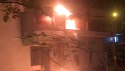 TP HCM: Giải cứu 6 người bị mắc kẹt trong vụ hỏa hoạn nghiêm trọng ở quận 11