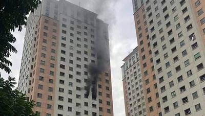 Cháy căn hộ tầng 13 chung cư Xa La