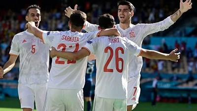 Đại thắng Slovakia, Tây Ban Nha đi tiếp cùng Thụy Điển