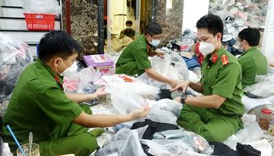 An Giang: Tạm giữ trên 14.400 sản phẩm không rõ nguồn gốc và nhập lậu