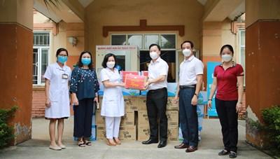 Mặt trận Hà Nội hỗ trợ đồ uống cho các trung tâm y tế 12 quận, huyện