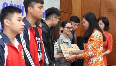 Mặt trận Hà Nội tiếp nhận ủng hộ nhân dân miền Trung