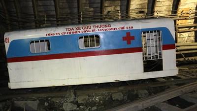TKV lần đầu tiên triển khai đưa toa xe cứu thương vào sử dụng trong hầm lò