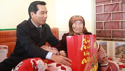 Hải Phòng: Uỷ ban MTTQ Việt Nam TP thăm, tặng quà gia đình chính sách, hộ nghèo