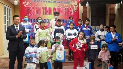 Hải Phòng: Trao 450 tặng suất quà Tết tặng trẻ em có hoàn cảnh đặc biệt