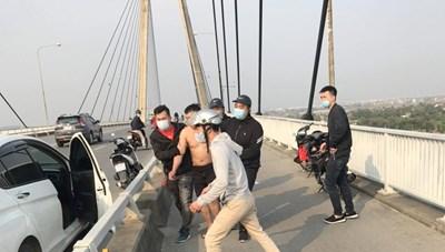 Hải Phòng: Kịp thời giải cứu người đàn ông định nhảy cầu tự tử