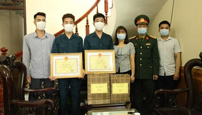 Quảng Ninh: Tặng quà, động viên tân binh lên đường nhập ngũ
