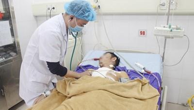 Quảng Ninh: Cứu sống bệnh nhân bị thương xuyên thấu tim