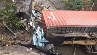 Quảng Ninh: Tài xế container tử vong do lao xe xuống mương nước