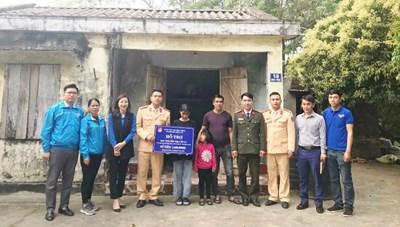 Quảng Ninh: Đoàn Thanh niên đỡ đầu học sinh có hoàn cảnh khó khăn
