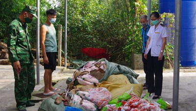 Quảng Ninh: Bị bắt vì mua thực phẩm không rõ nguồn gốc bán kiếm lời