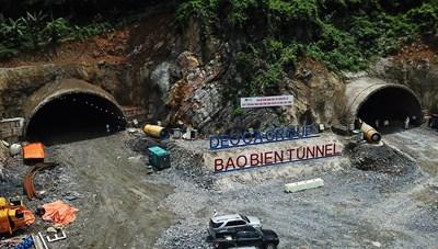 Đẩy nhanh tiến độ thi công hầm xuyên núi lớn nhất Quảng Ninh