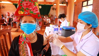 Quảng Ninh: Huy động các nguồn vaccine để sớm đạt miễn dịch cộng đồng