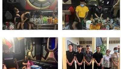 Quảng Ninh: Gia cố quán karaoke để tiếp khách trong mùa dịch