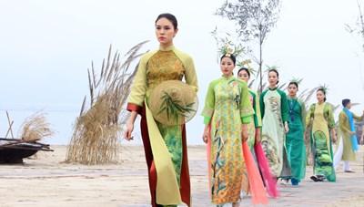 Ấn tượng Festival Áo dài Quảng Ninh 2020 – Miền di sản